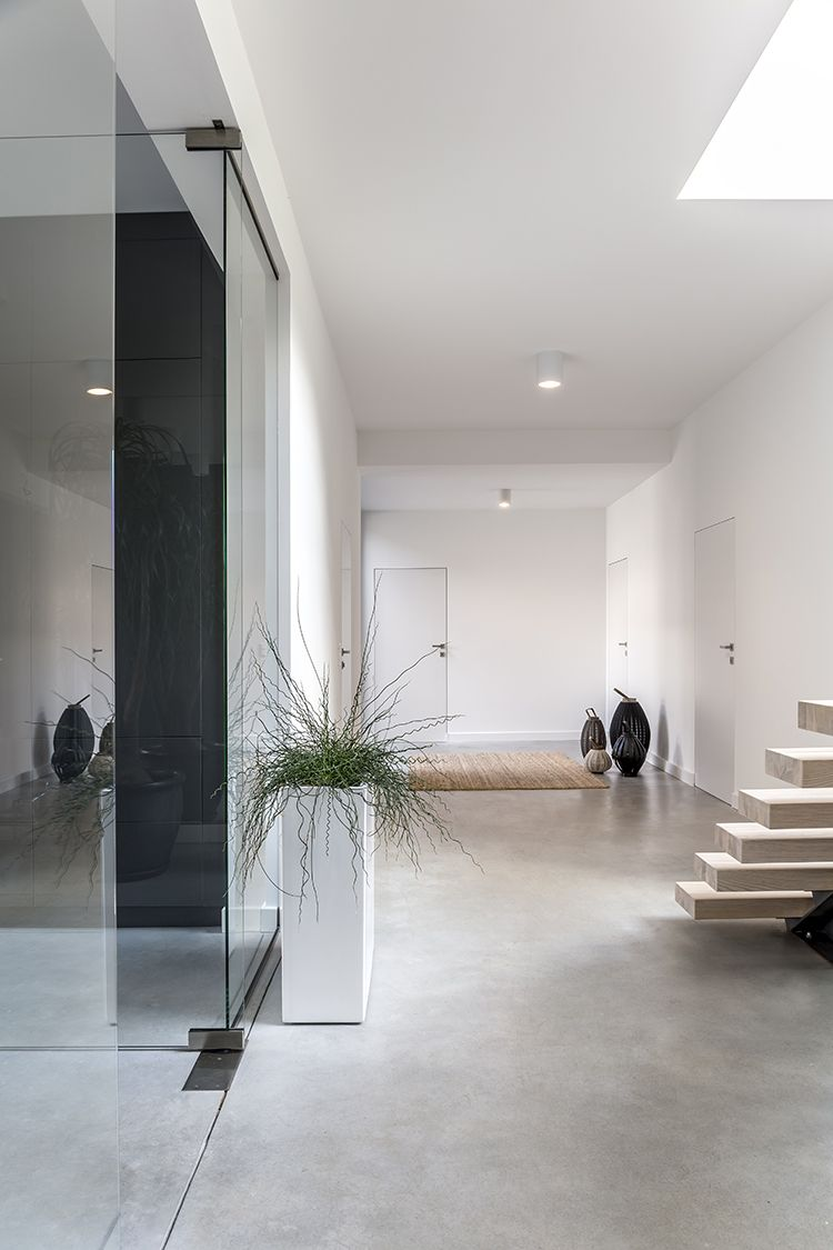 clairage du couloir le couloir et l entr e sont. Black Bedroom Furniture Sets. Home Design Ideas