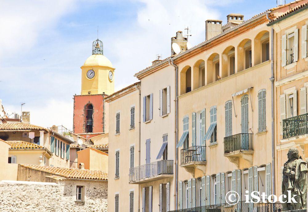 Saint Tropez village Stone & Living - Immobilier de prestige - Résidentiel & Investissement // Stone & Living - Prestige estate agency - Residential & Investment www.stoneandliving.com