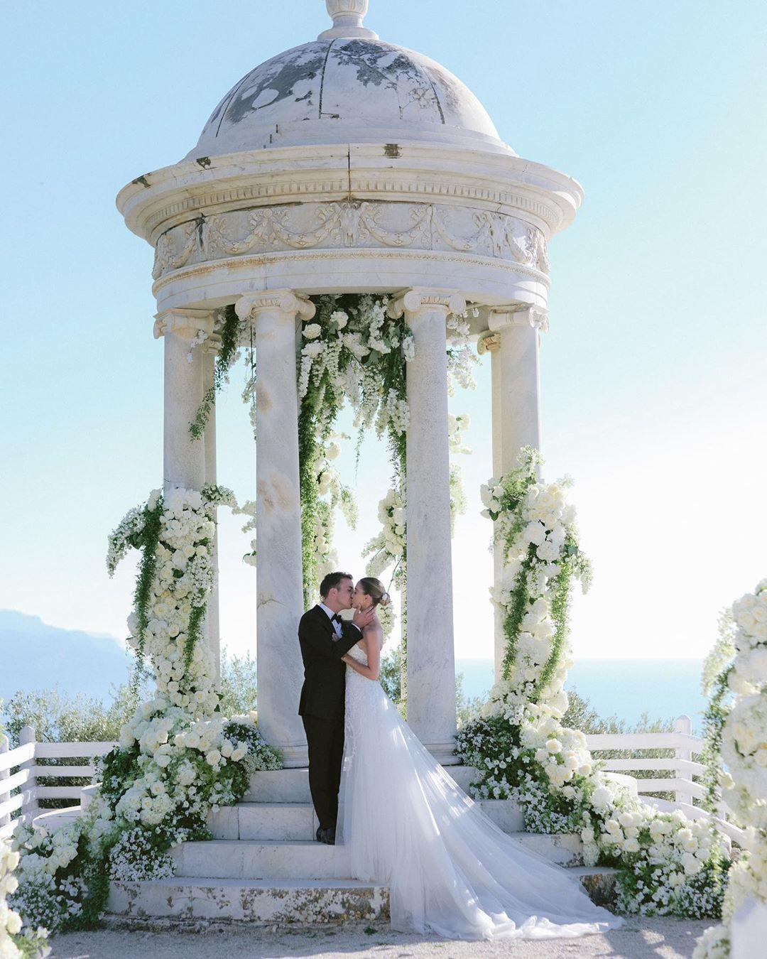 Hochzeitsfoto Mario Gotze Zeigt Seine Ann Kathrin Im Brautkleid With Images Lebanese Wedding Wedding Second Wedding Anniversary