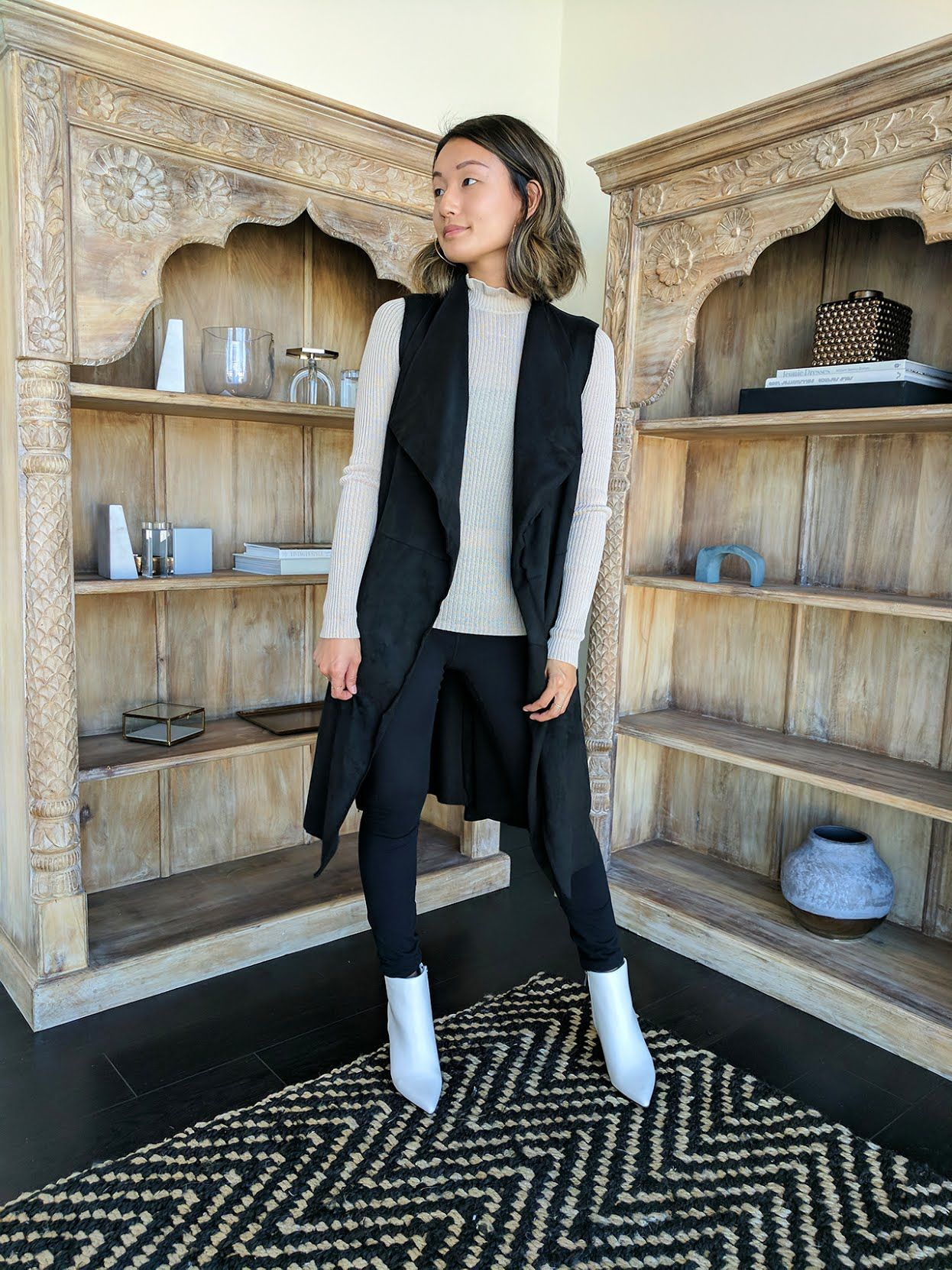 How to white wear leggings in winter new photo