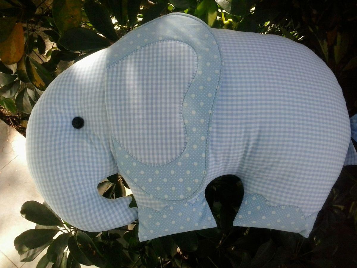 Almofada Elefante!  Confeccionada em tecido 100% algodão com enchimento em fibra.  As estampas estão sujeitas a variação mantendo o padrão de cores.