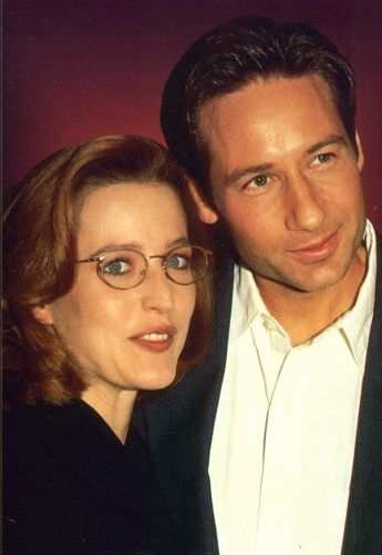 """xfiles-behind-the-scenes:  David Duchovny thinks he would enjoy hanging out with Fox Mulder. """"One of the things I like about Mulder,"""" Duchovny says of his X-Files alter ego, """"is his ability to make fun of himself.I find that to be what I like in a person, that they have a perspective to step out of a situation and see how ridiculous they are being.Even though he's utterly committed, Mulder is always the one who steps back and makes fun of himself or Scully or the situati..."""