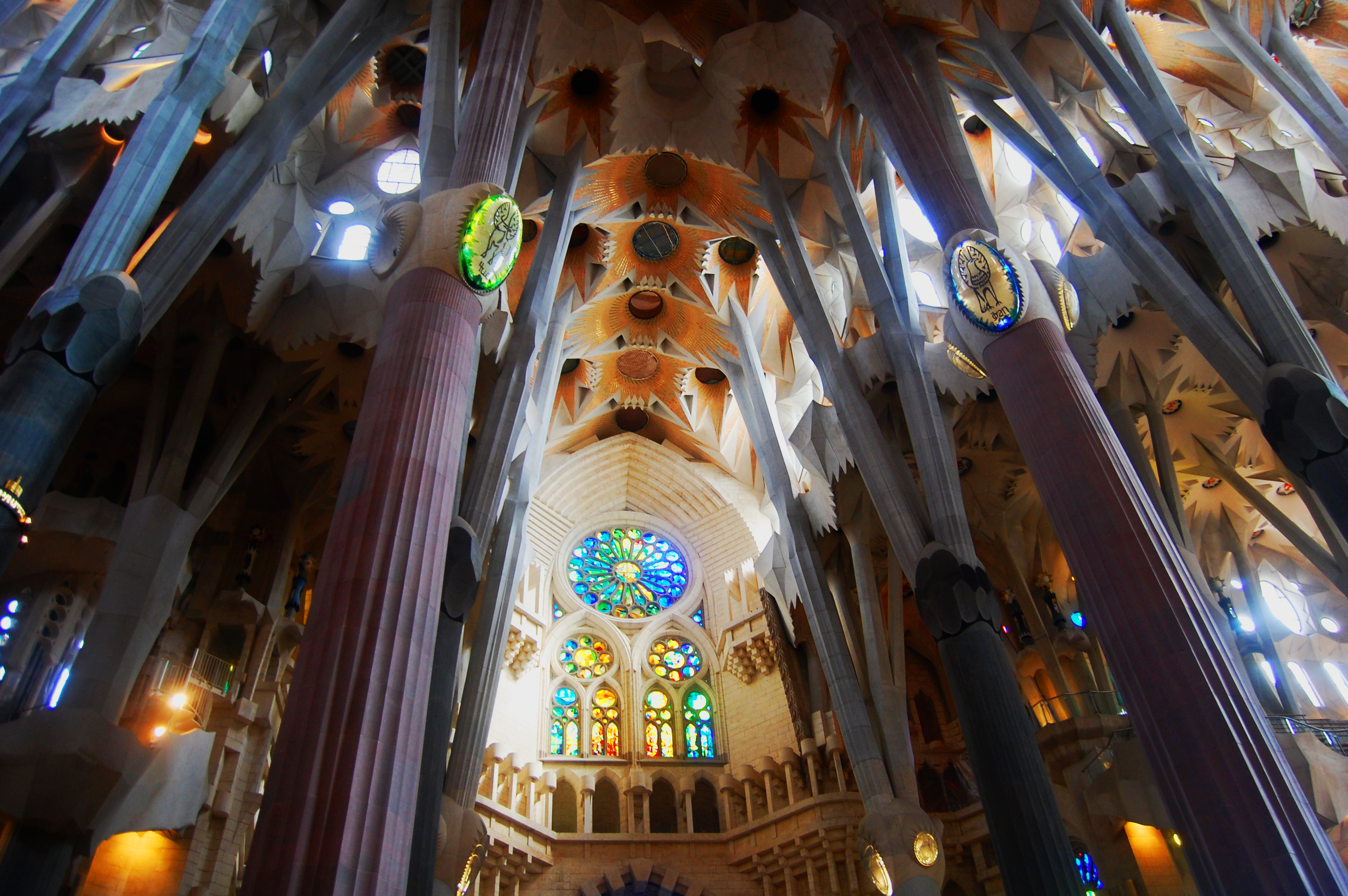 Inside la sagrada familia is it worth a visit sagrada for La sagrada familia en barcelona