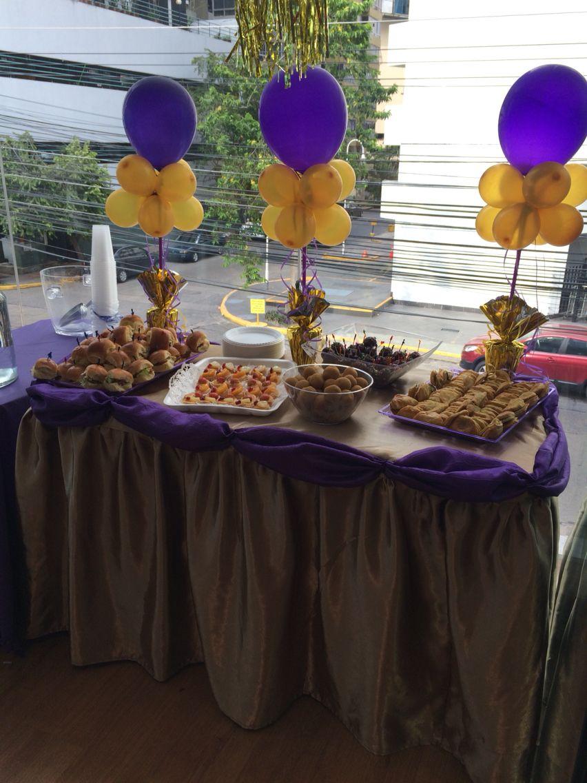 Decoraci n de mesa en dorado y morado fiestas infantiles for Decoracion de mesas dulces infantiles