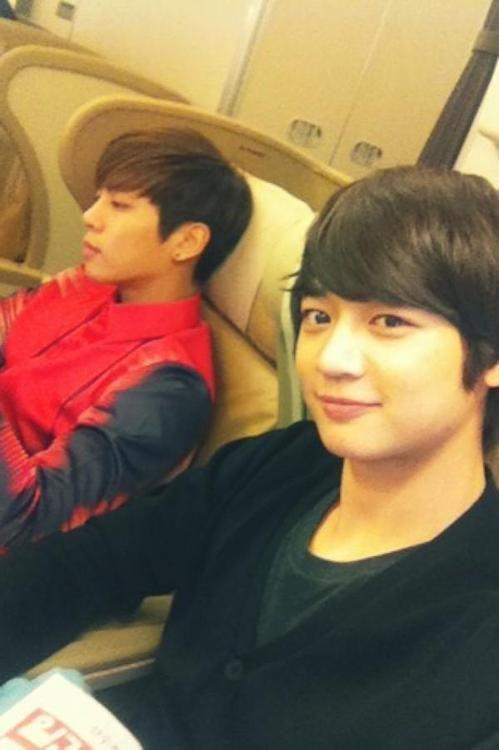 Minho and Jonghyun selfies :)