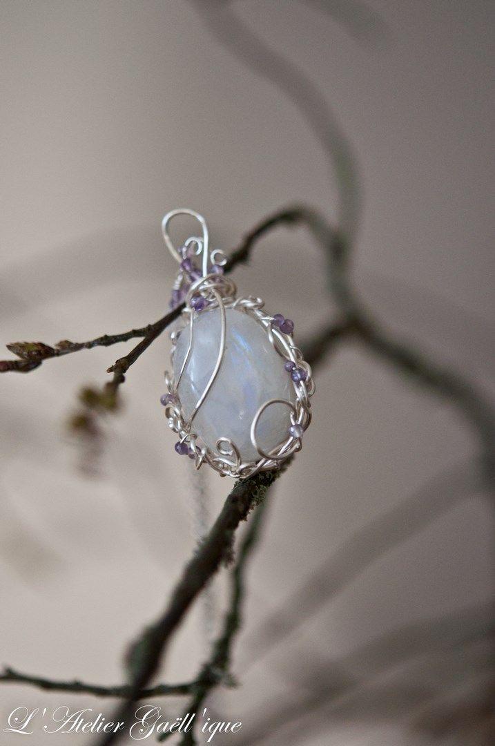 collier artisanal fait main pi ce unique pierre de lune technique wire wrapping m di val. Black Bedroom Furniture Sets. Home Design Ideas