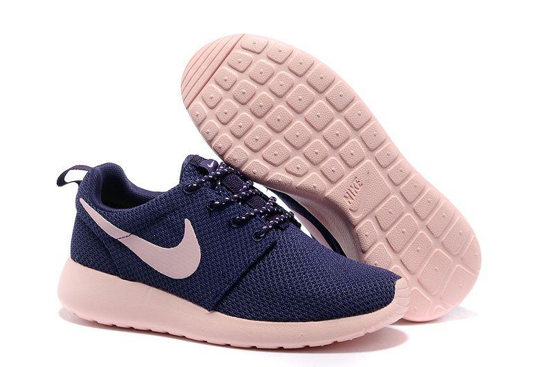 SAST venta barata toma de descuento Nike Roshe Ejecuta En Mujeres De La Venta comprar barato cómoda finishline línea barata lb1CDgB1fM