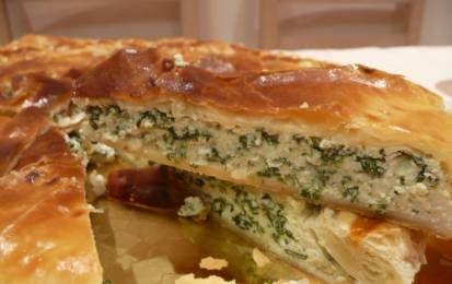 Torta di ricotta e spinaci - La torta salata di ricotta e spinaci è un ottimo e prelibato antipasto preparato con la pasta sfoglia.