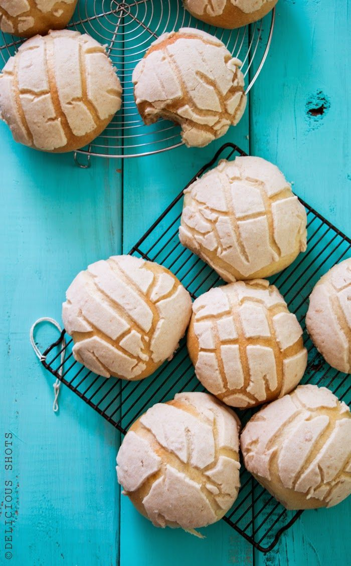 """This """"pan dulce"""" (sweet bread) is called """"conchas"""" in Mexico or ..."""