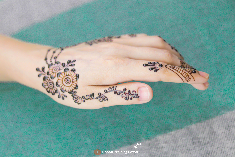 كيف تتعلم تصميم موقع قران بسيطة تصميم موقع قران جديدة تصاميم موقع قران جميلة تصاميم الحناء ٢٠٢٠ Henna Hand Tattoo Mehndi Designs Artist