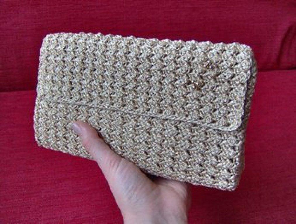 203ac7d11 Cómo hacer tu propia cartera de mano en crochet