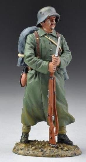 World War 1 German Army CLUB012A Sentry on Guard - Made by Thomas Gunn Military Miniatures and Models. Factory made, hand assembled, painted and boxed in a padded decorative box. Excellent gift for the enthusiast.