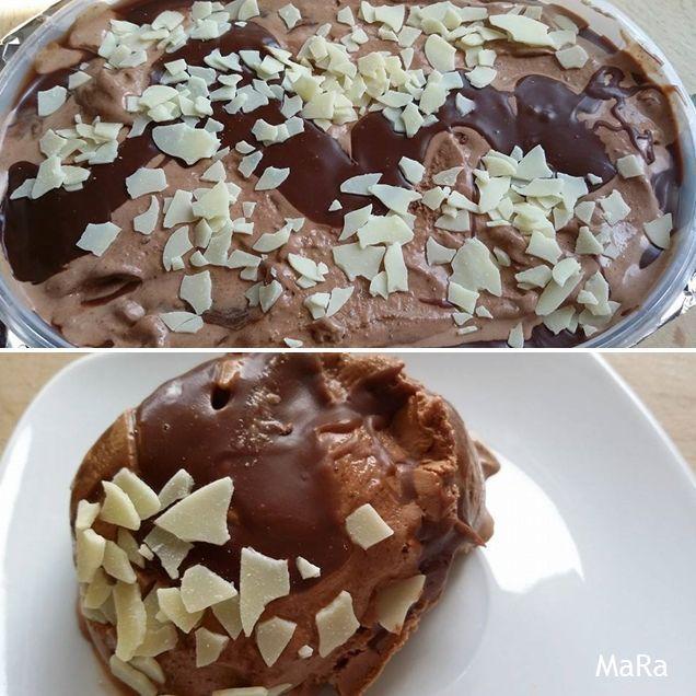 Schokoladen-Eis mit Schokoswirl