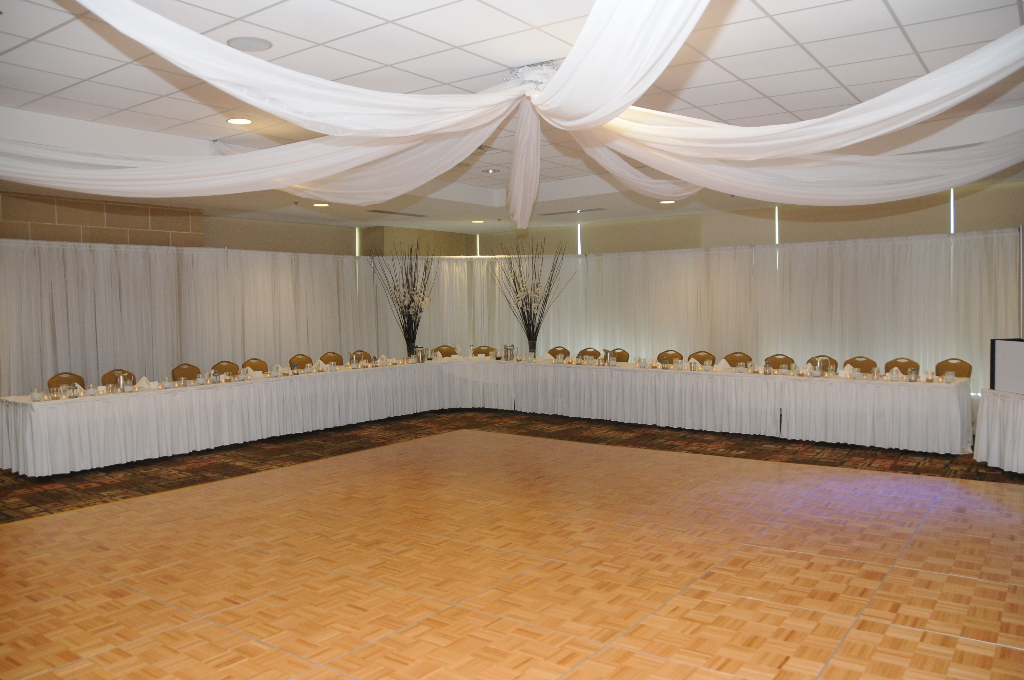 Headtable #wedding #white Decorations by Liisa's Rentals