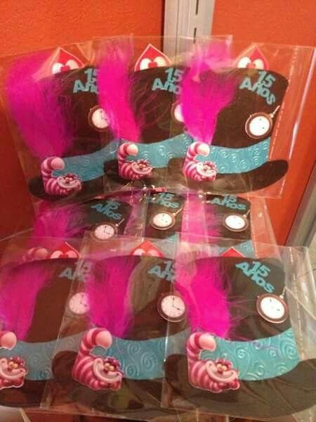 Invitaciones de tematica de alicia en el pa s de las for Decoracion xv anos alicia pais maravillas