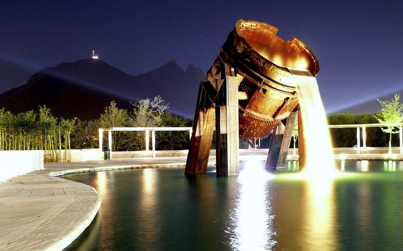 En la Macroplaza se encuentran algunos de los monumentos más famosos de Monterrey.