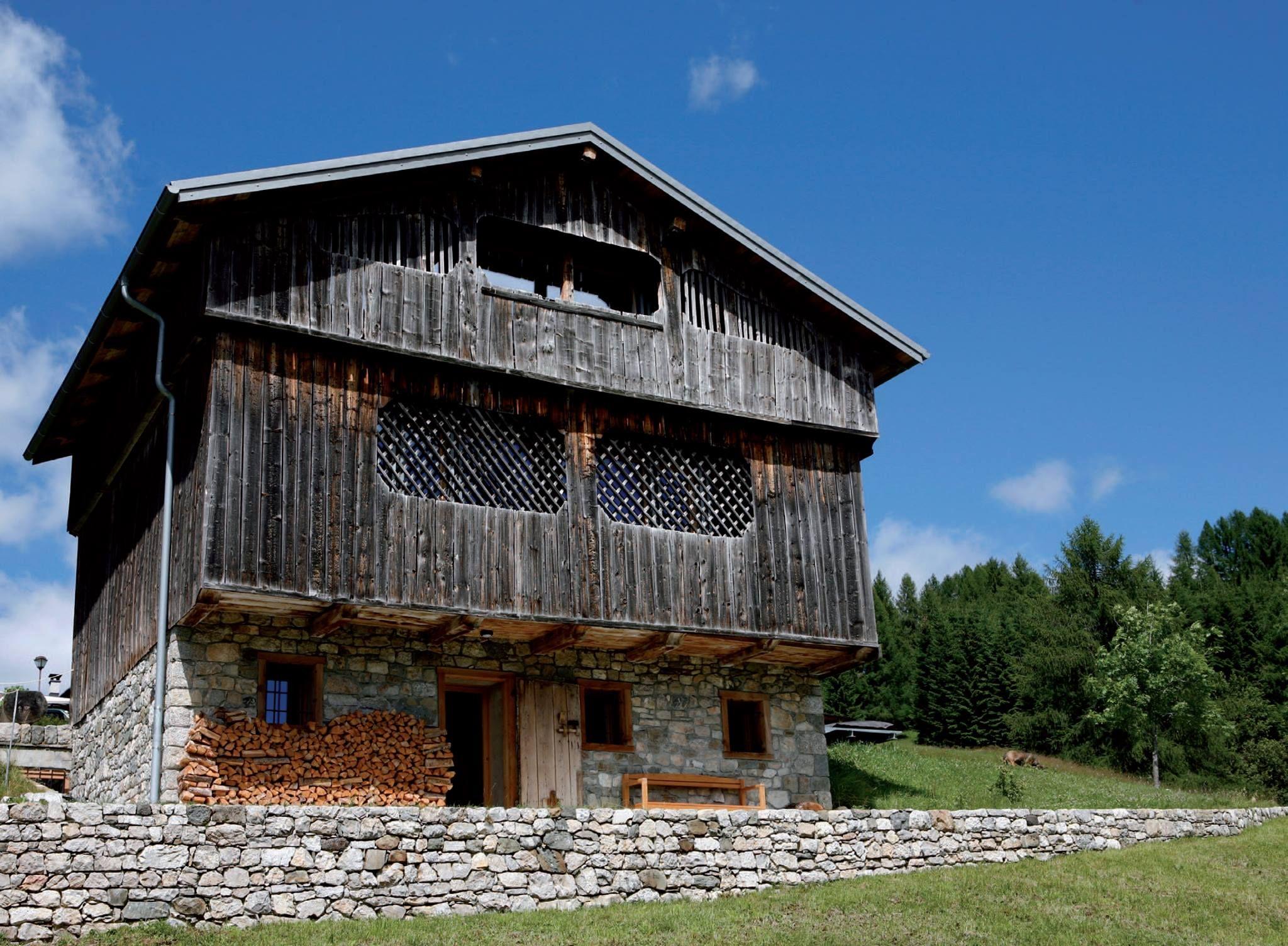 #VillegiardiniAbitare Un recupero attento in Val Zolda ha dato nuova vita al rifugio di Matteo Sartori, architetto, in un incantevole paesaggio affacciato sulle Dolomiti.