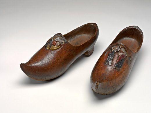 5a21091e01ba0 Sabots- These were wooden clogs worn by the working class. The name ...