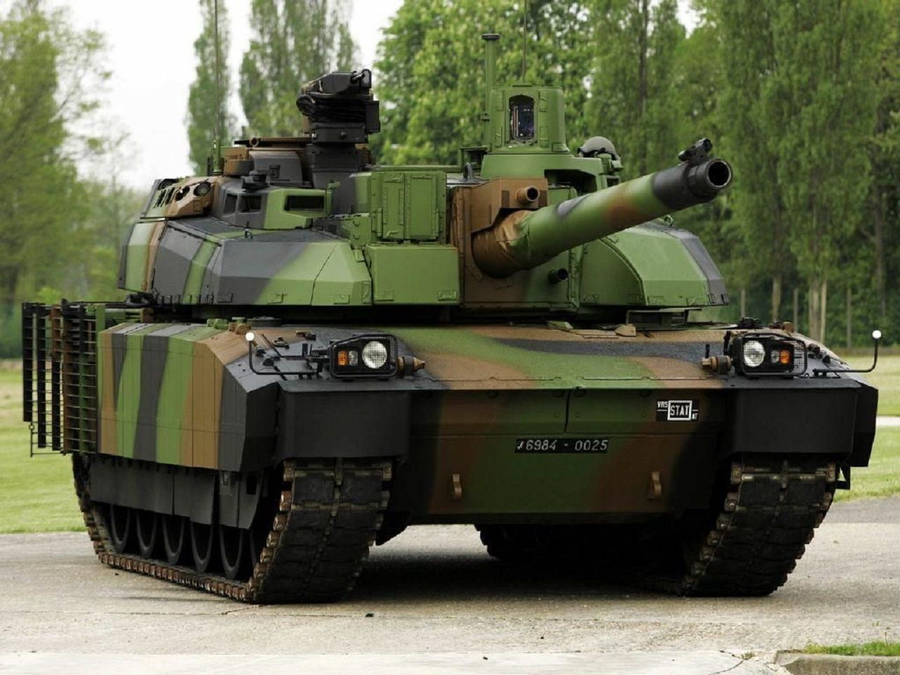 Caesar french wheeled self propelled howitzer modern warfare pinterest military army and french army