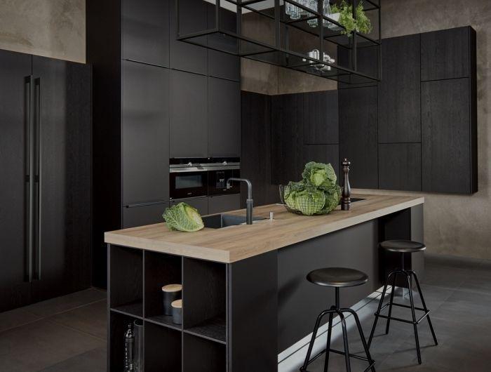 comment combiner le noir matte avec le bois pour décorer la cuisine