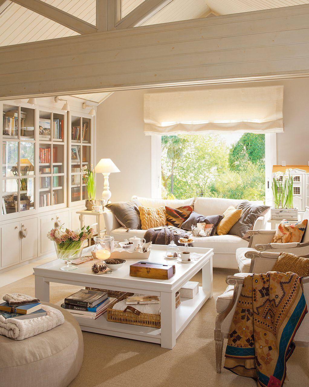 30 salones peque os y confortables d ambiente cl sico - Sofas para salones pequenos ...