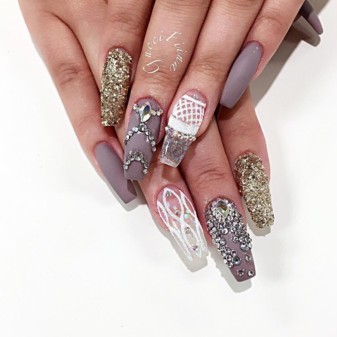 """Birthday nail  #brian_champagne #vegas_nay #wakeupandmakeup #melformakeup #hudabeauty #hairandmakeup #fashion #monakattan #swarovski #nails #matted…"""