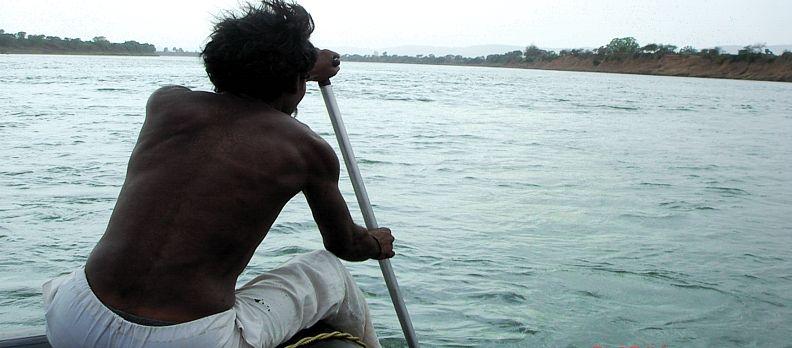 Narmada is worshiped as a river deity by Indians throughout the country. * Pěší pouť podél řeky Narmada.