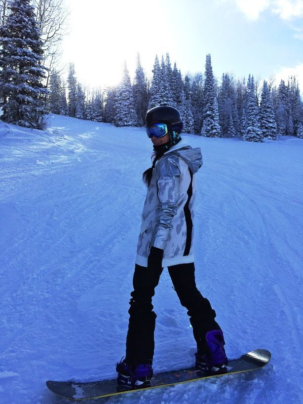 Stylish womens burton snowboard outfit | Snowboarding outfit