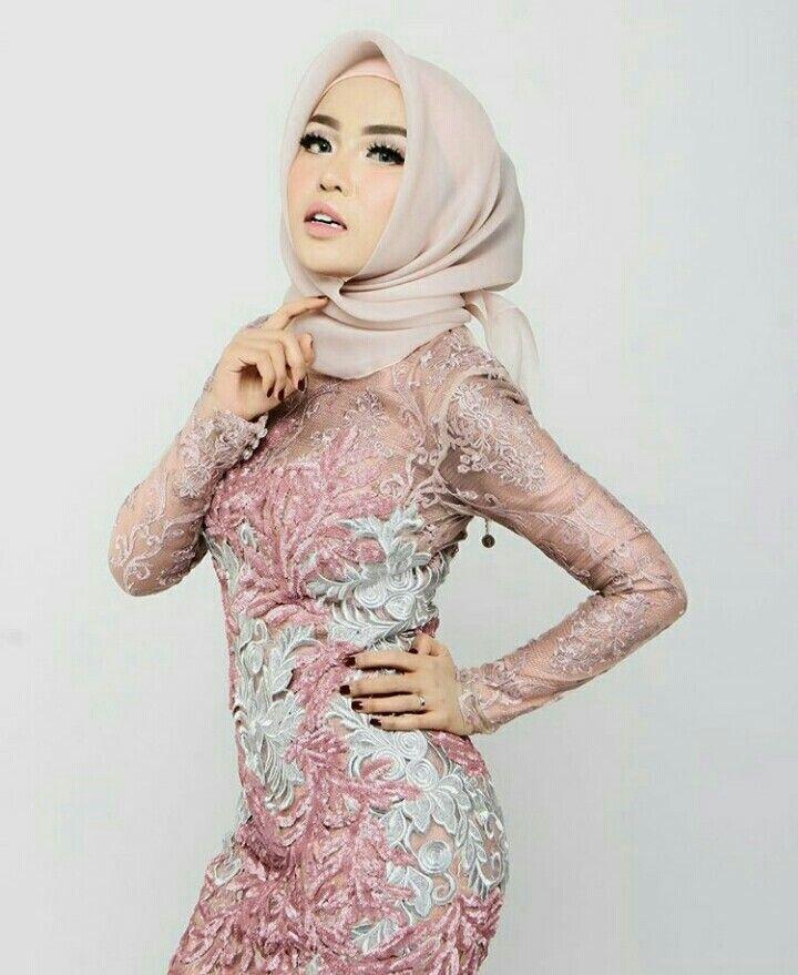 On insta @hamdaauliaa @medinazein hijab studio photography