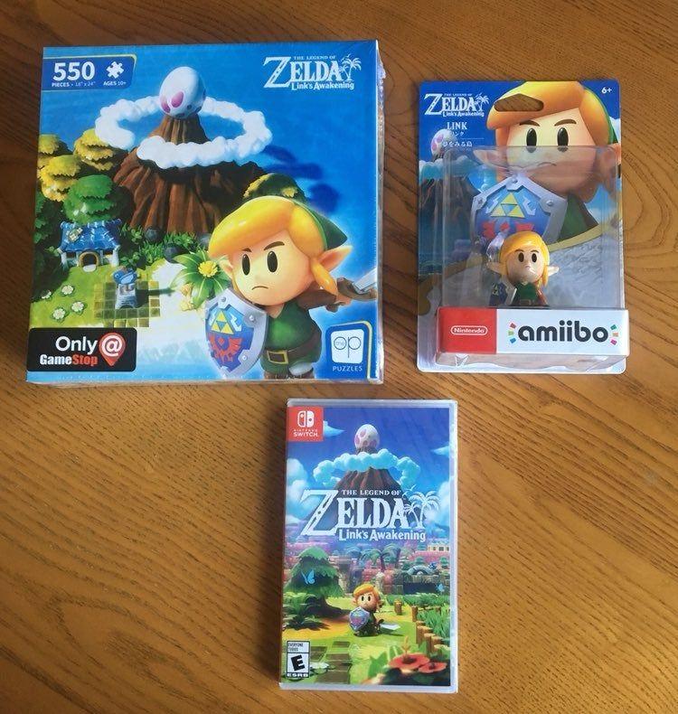 For sale is a Legend of Zelda Link's Awakening bundle
