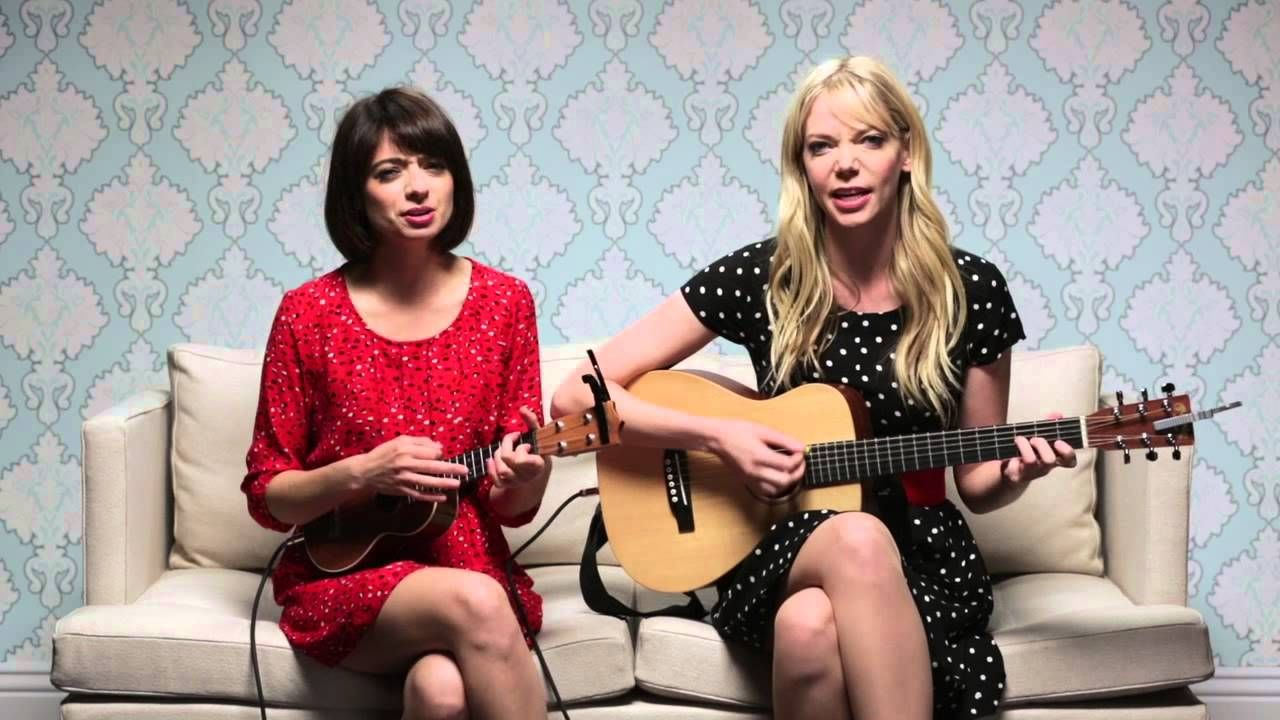 Garfunkel And Oates The Sofa Sessions Pregnant Women Are Smug Shared Because This Is Basically What Were Doing But With More Professional Setup