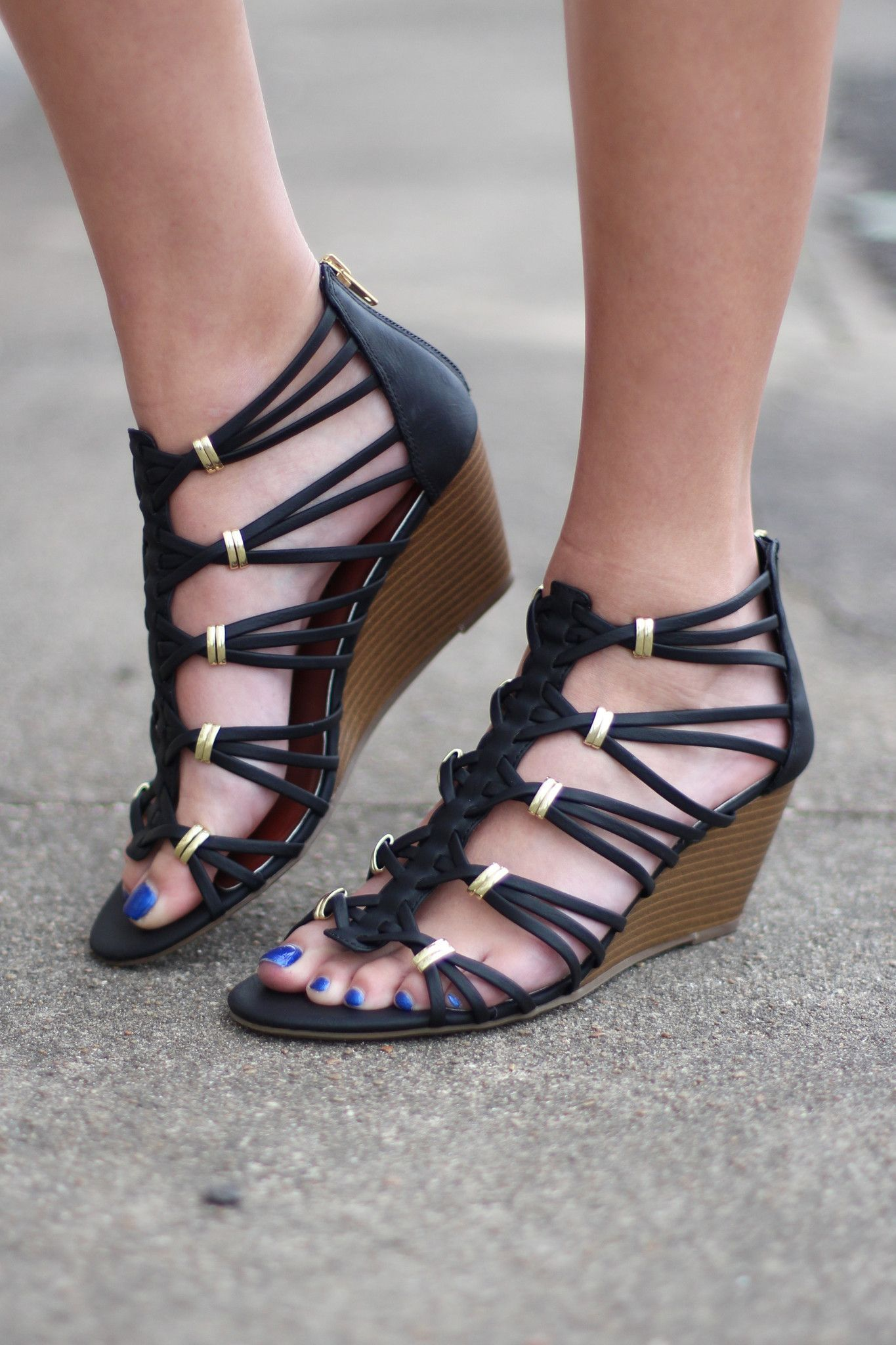 Madden Girl Women/'s Cage Black Strappy Wedges Shoes