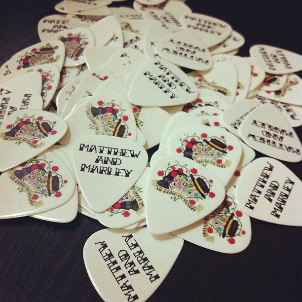 I Love This Idea Guitar Pick Favors Except For The Stupid Skulls