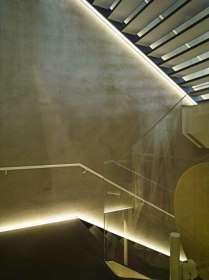 iguzzini underscore providing a guiding light light. Black Bedroom Furniture Sets. Home Design Ideas