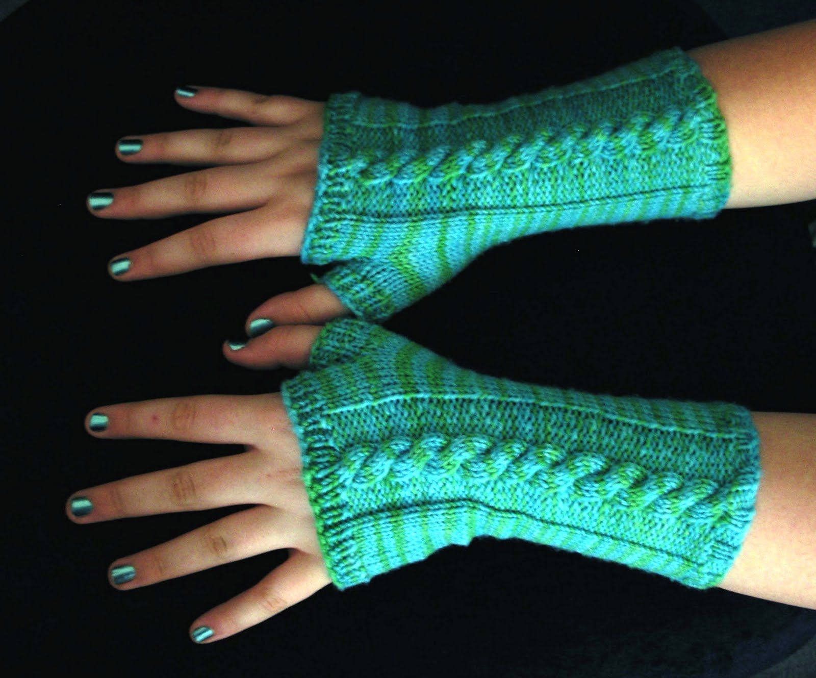Free Pattern - Cabled Wrist Warmers | Wrist warmers ...