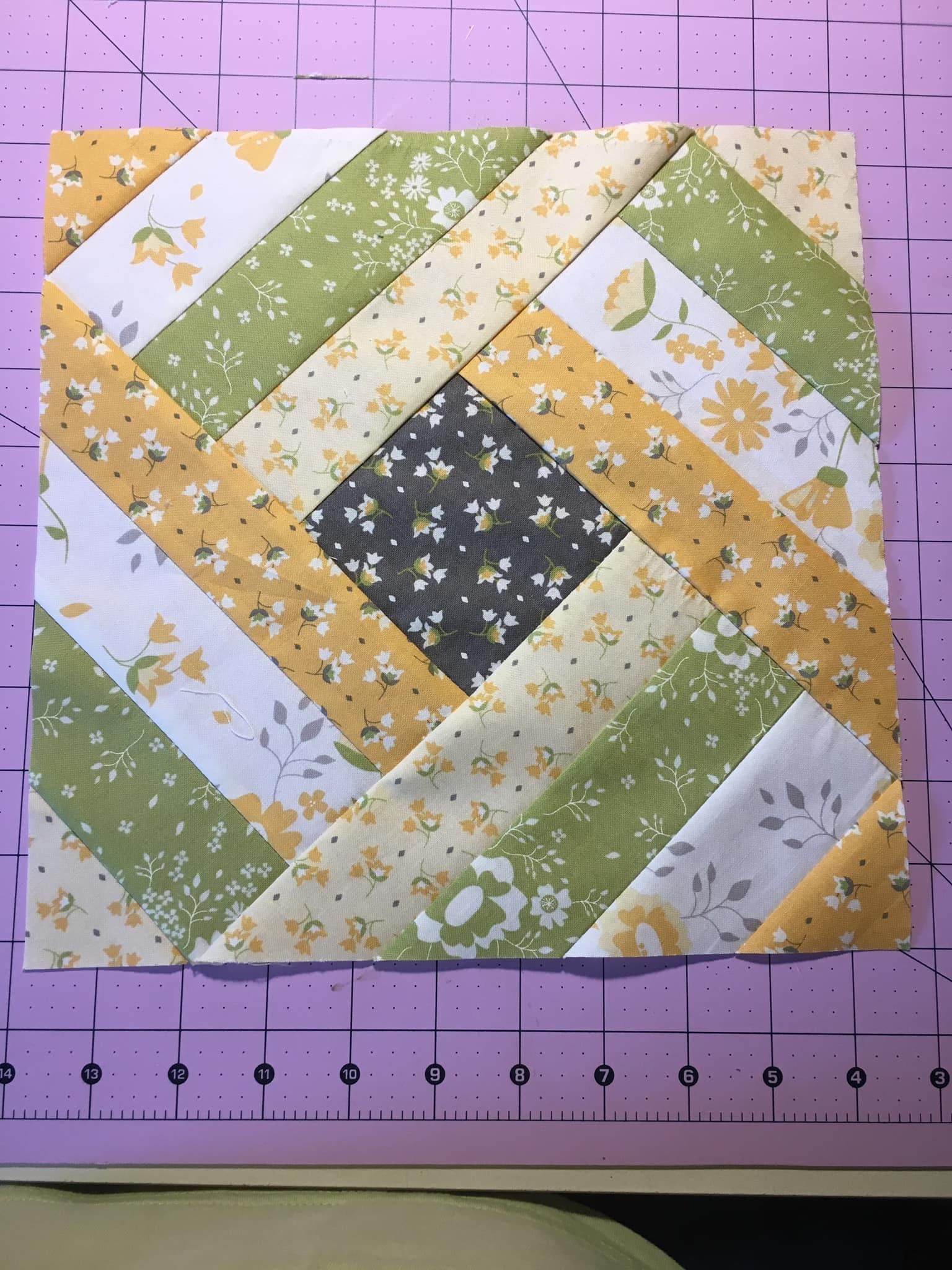 Pin By Rachel Espanol On For Mom Quilts Log Cabin Quilt Pattern
