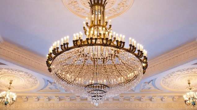 The Middle East S Most Expensive Chandelier Destroyed By Croc Throwing Teenager Simple Chandelier Chandelier Lamp