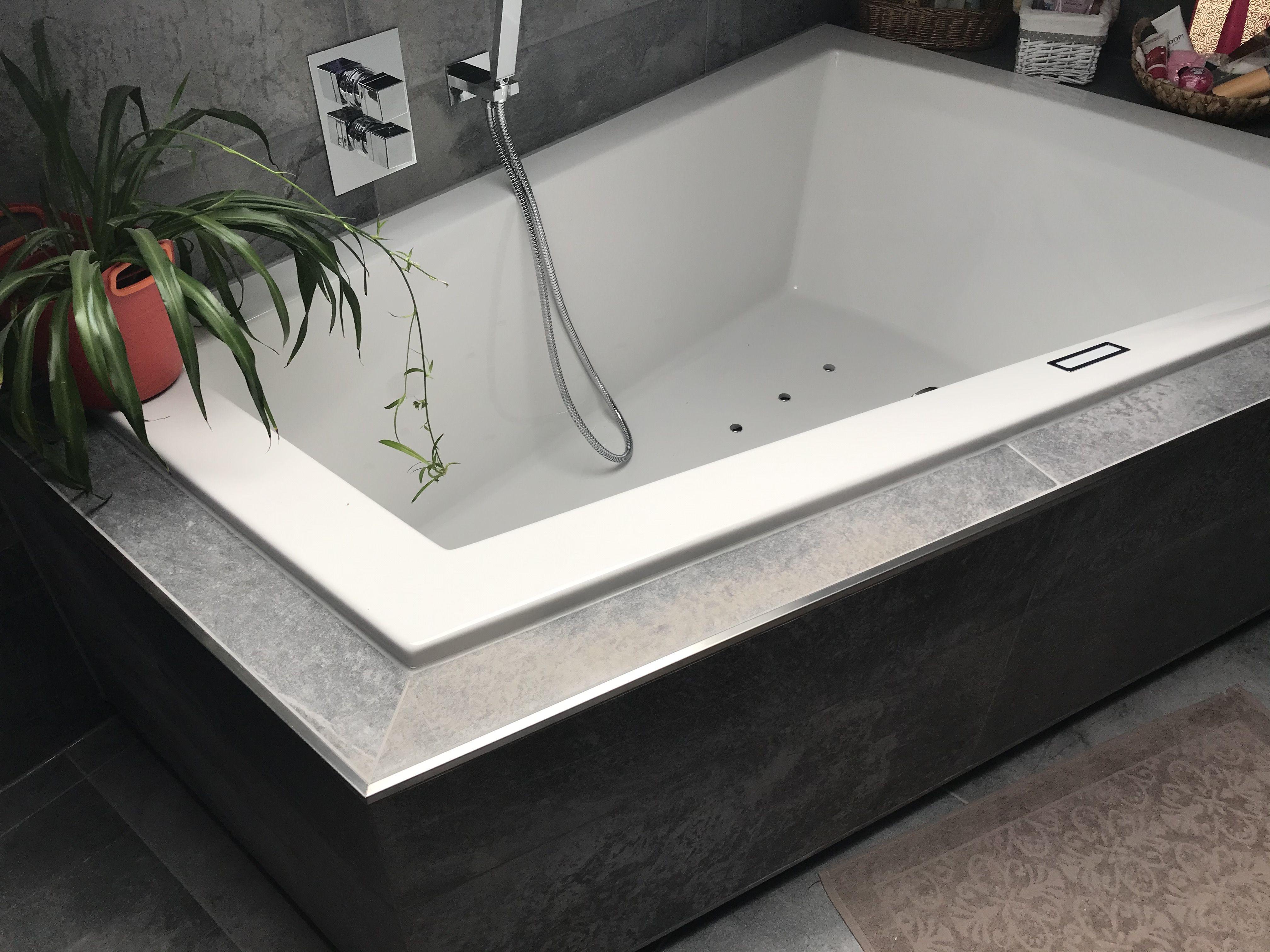 Diese Fliese Passt Wunderbar In Dieses Gesamtkonzept Rein Leicht Modern Aber Auch Super Individuell Wurde Sie Hier Angewendet Naturstein Badewanne Mit Bildern Badewanne