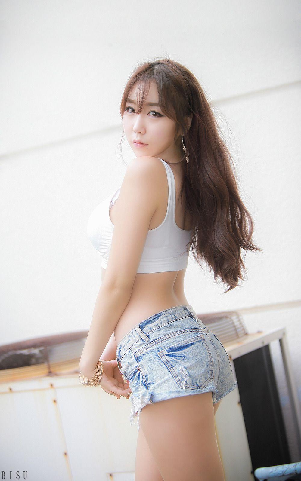 Girls jean shorts ass