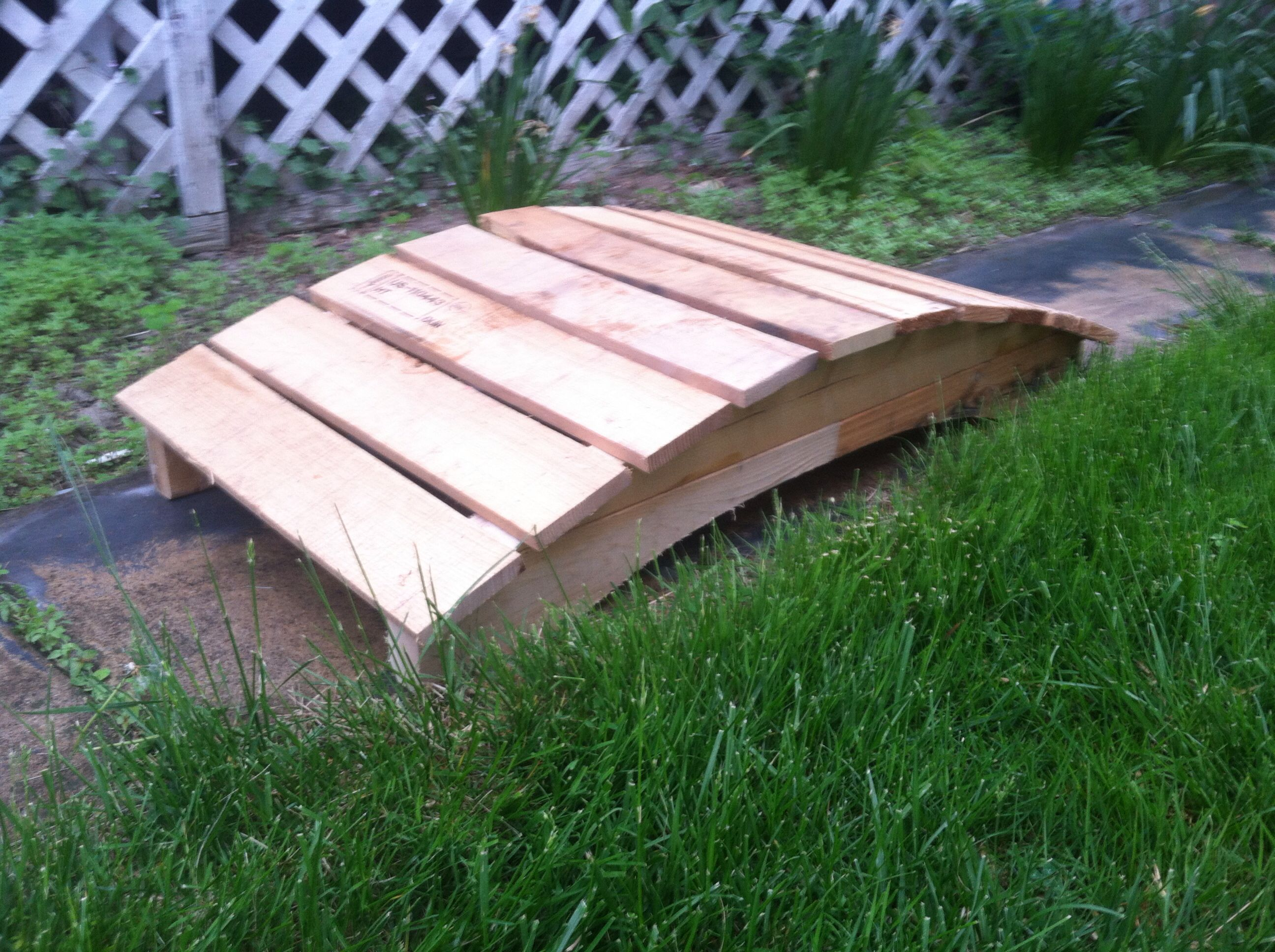 Arched Garden bridge made from pallet wood. | pallet wood projects ...