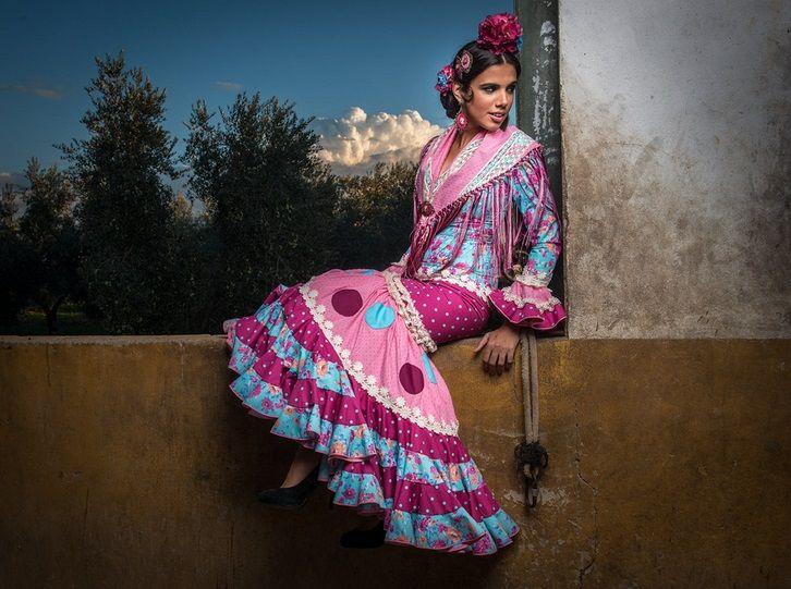 Traje de flamenca de la nueva colección Flamencas de Pitiminí. Soledad Bayón posa para César Gil Foto. Un modelo precioso de 2014