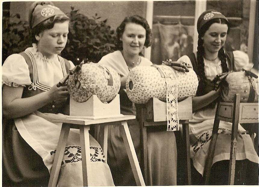 Bobbin lace near Schlettau in 1936