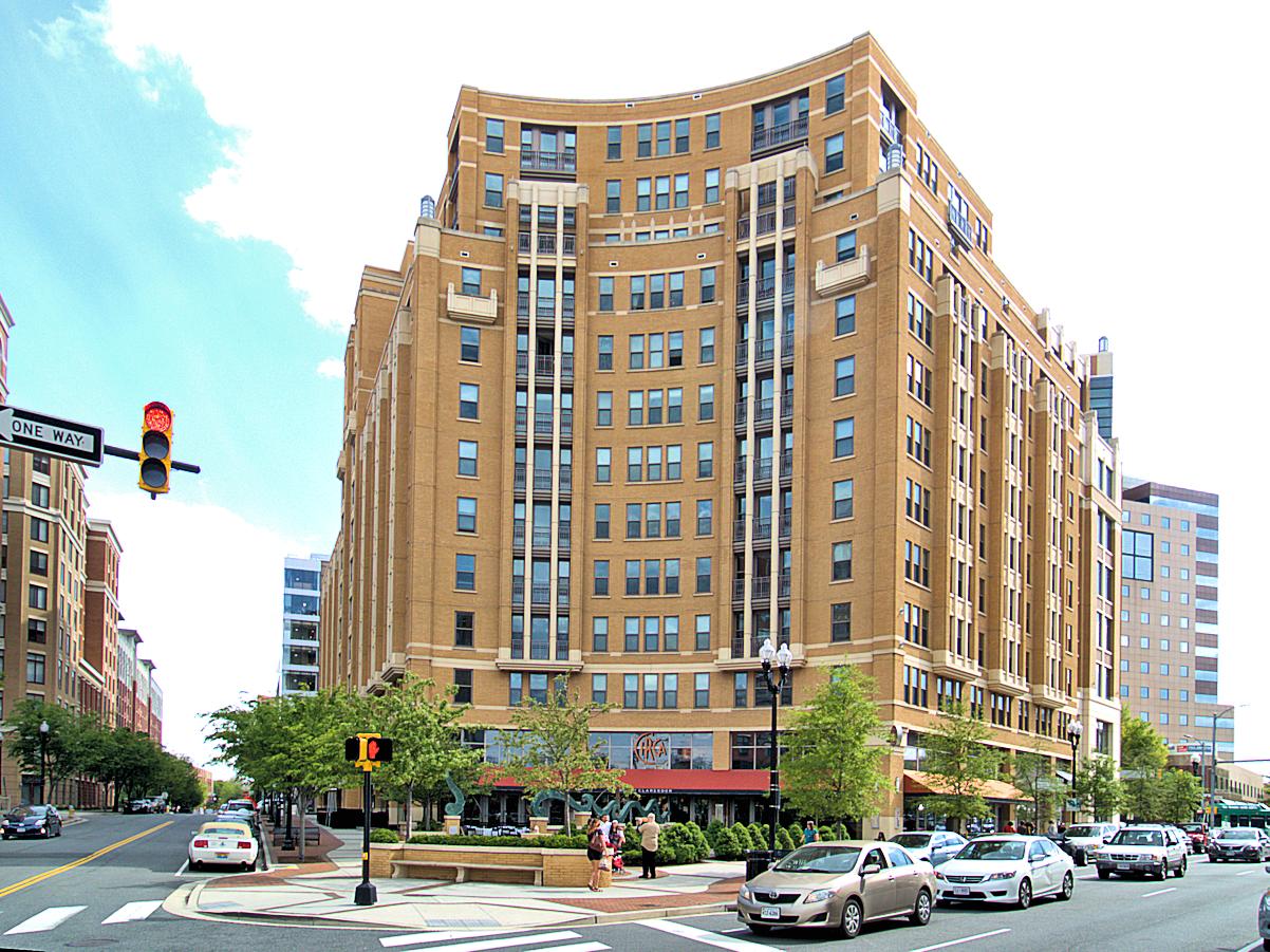 Lyon Place Apartments at Clarendon Center 1200 North