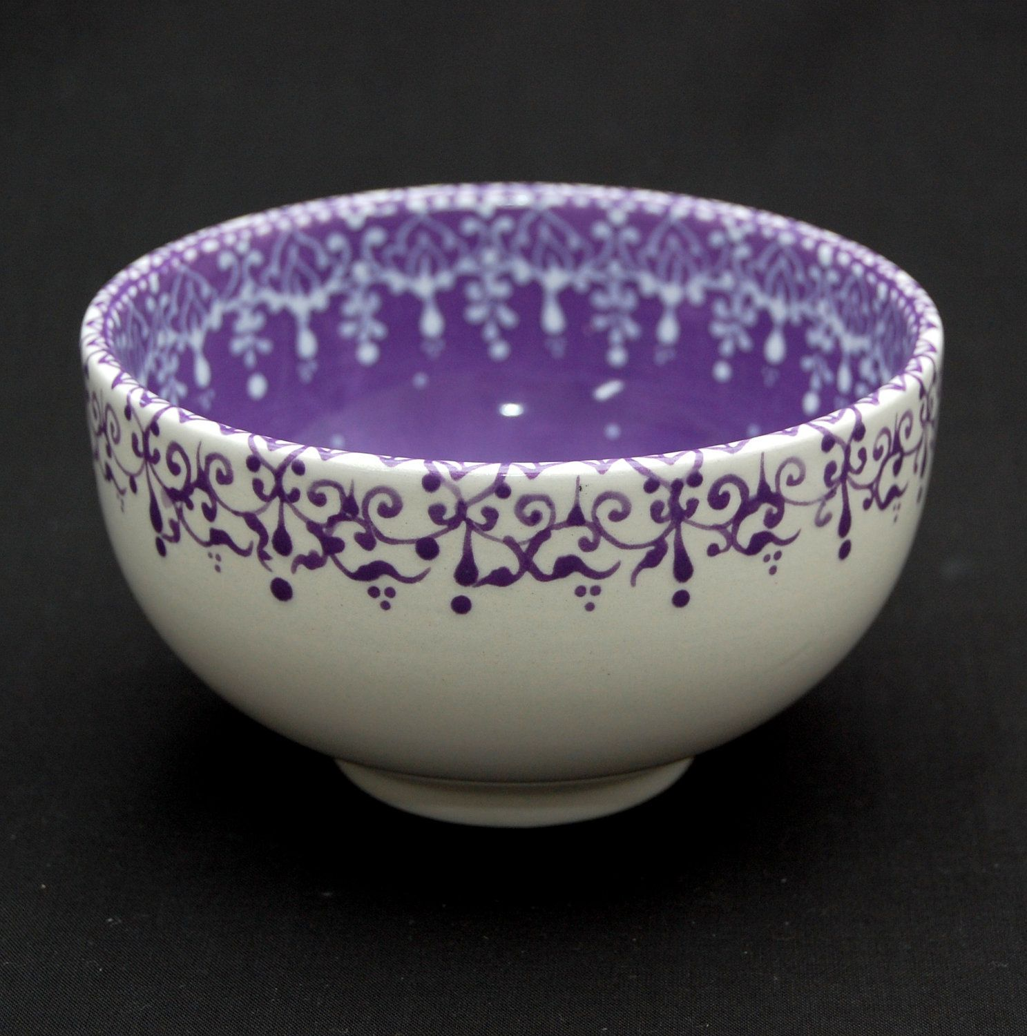 Lovely work using henna designs by uk artist humna mustafa for Bowl painting ideas