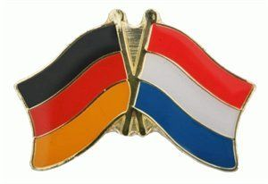 """Neue Fanartikel zur Weltmeisterschaft, wie """"Yantec Freundschaftspin Deutschland-Niederlande Pin Flagge"""" jetzt hier kaufen: http://fussball-fanartikel.einfach-kaufen.net/anstecknadeln-knoepfe-aufnaeher/yantec-freundschaftspin-deutschland-niederlande-pin-flagge/"""
