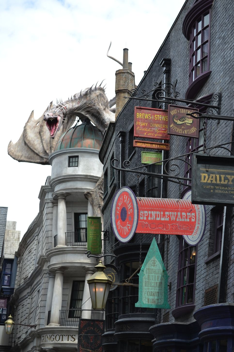 Hypable S Stunning Visual Tour Of The Wizarding World Diagon Alley Diagon Alley Wizarding World Of Harry Potter Universal Studios Florida