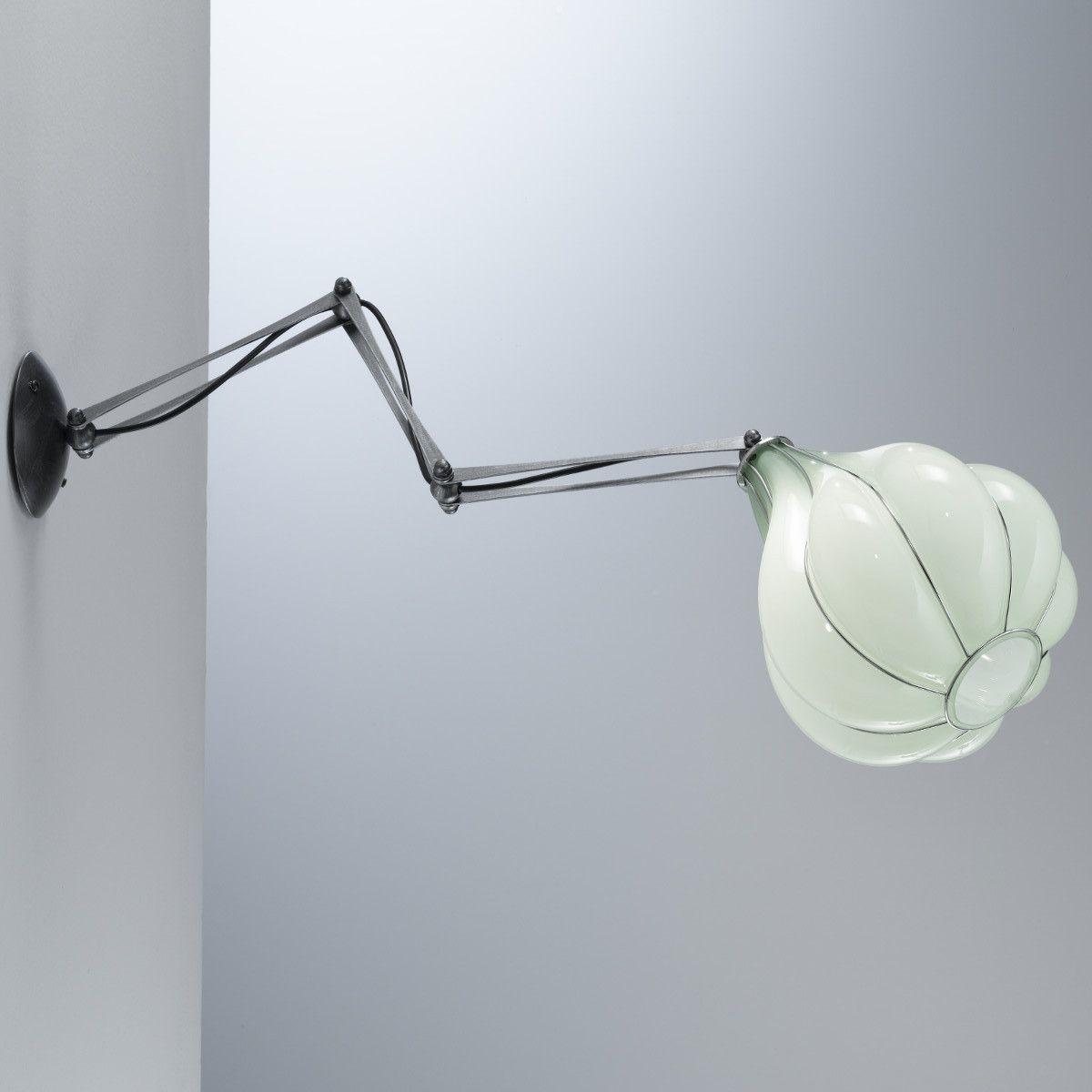 applique murale articul e en verre souffl chez. Black Bedroom Furniture Sets. Home Design Ideas