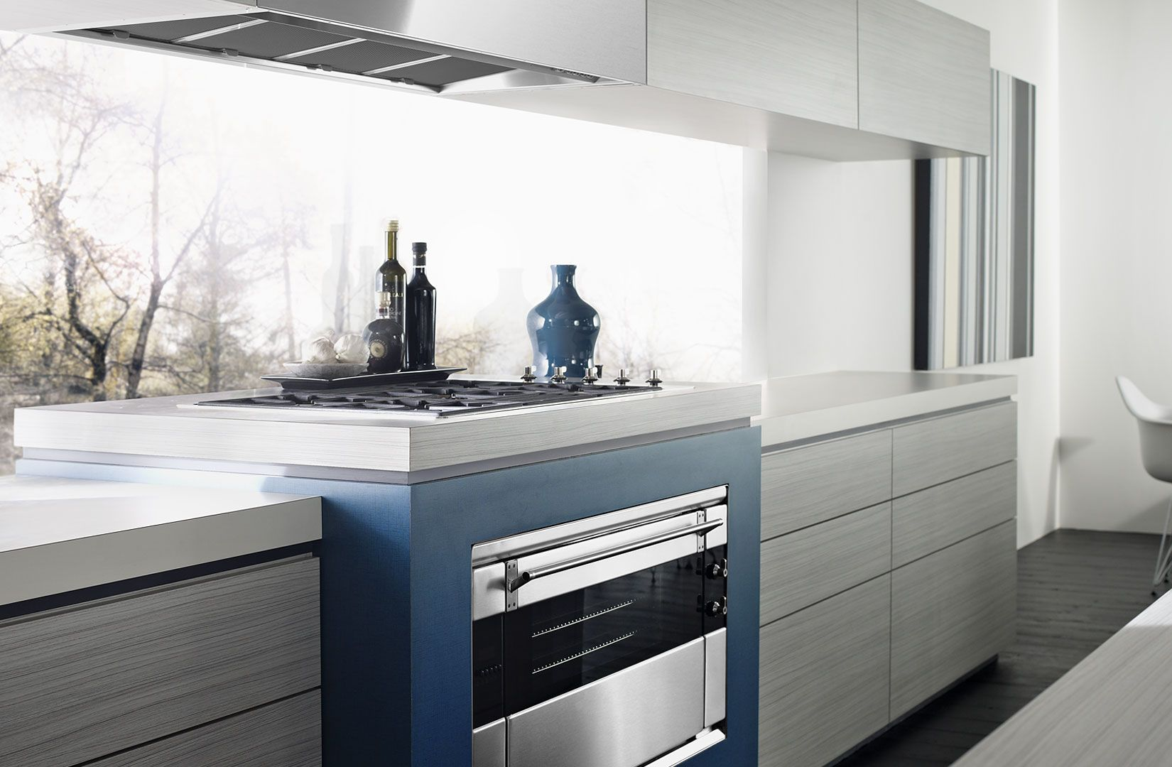 LIght/white benchtop, drawers with no handles, glass splashback ...