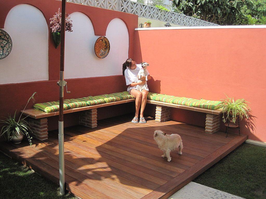 Disfruta De Las Horas De Sol Con Un Solarium De Madera En El Jardin Decorar Patio Pequeno Decoracion De Patio Decoracion Patios Pequenos