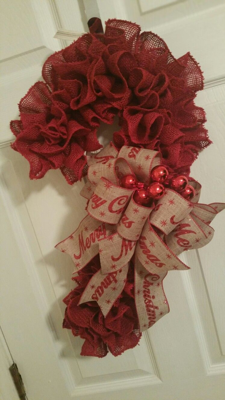 Red Burlap Merry Christmas Candy Cane Wreath #candycanewreath